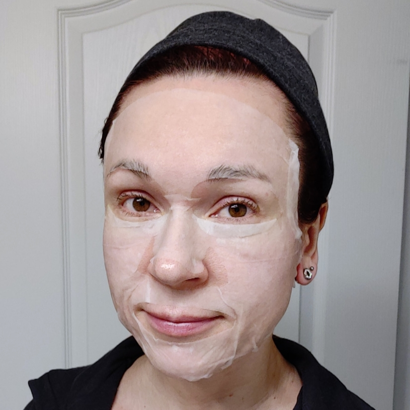 Benton Snail Bee High Content Mask Pack selfie