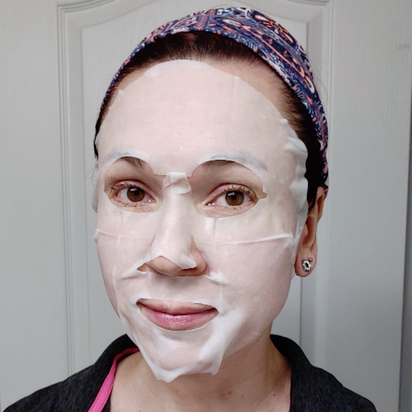 THEFACESHOP Real Nature Mask Sheet in Lily selfie