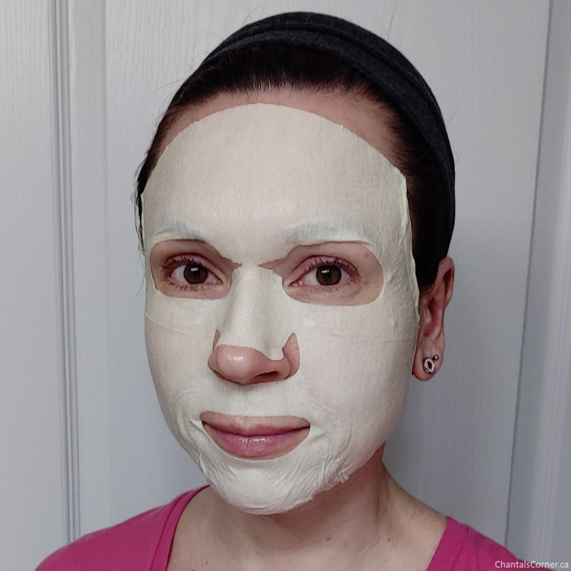 soo'ae Juicy Mango Glow Mask sheet selfie